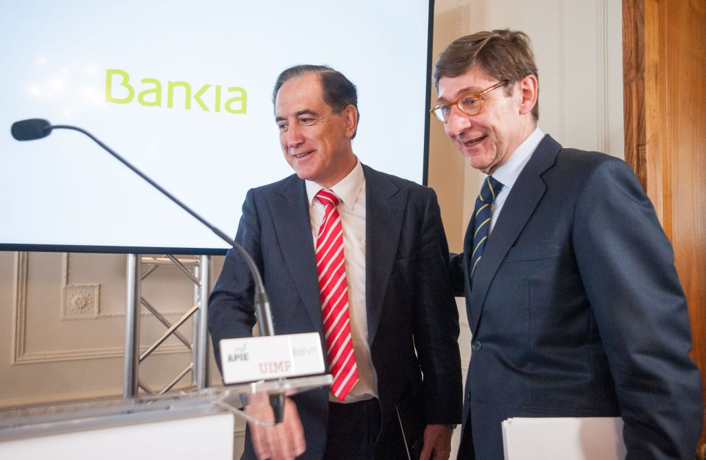 El presidente de Mapfre, Antonio Huertas y el presidente de Caixabank, José Ignacio Goirigolzarri. APIE