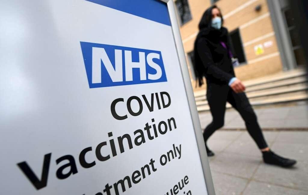 Un centro de vacunación en Londres, el 7 de abril de 2021. Científicos estiman que Reino Unido tendrá inmunidad de grupo contra el coronavirus el 12 de abril | EFE/EPA/AR