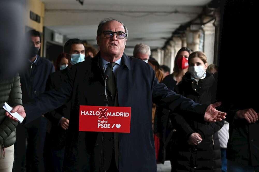 El candidato del PSOE a la Comunidad de Madrid, Ángel Gabilondo, protagoniza un acto electoral este jueves en Alcalá de Henares. EFE/Fernando Villar
