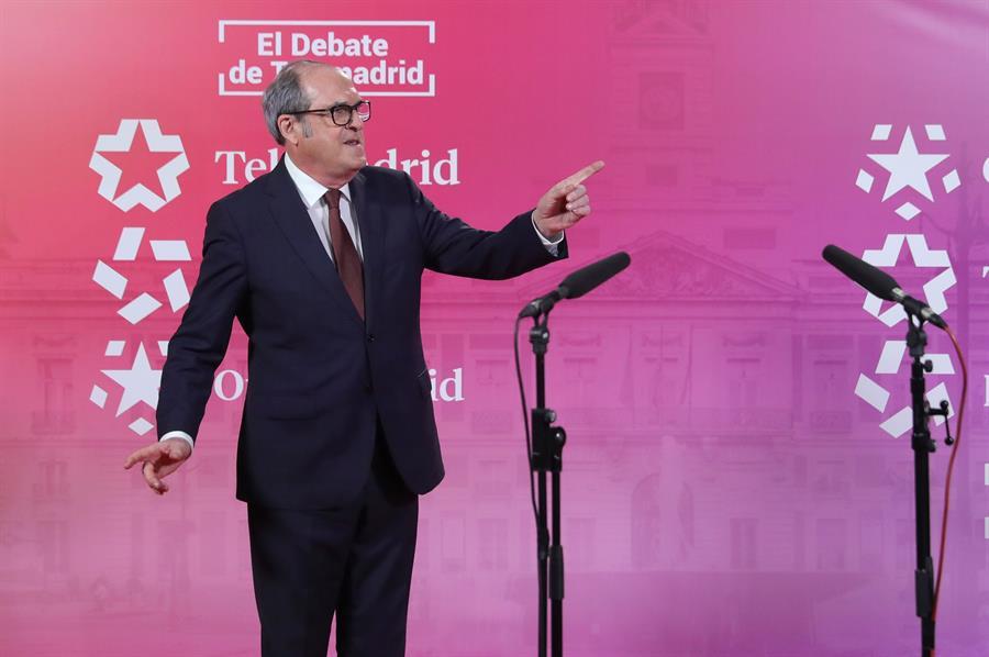 El candidato del PSOE a la presidencia de la Comunidad de Madrid, Ángel Gabilondo, tras el debate electoral que los seis líderes de los principales partidos políticos madrileños han celebrado hoy miércoles en los estudios de Telemadrid. EFE/Juanjo Martín. POOL