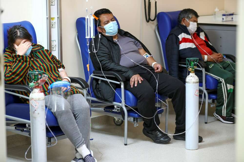 Vista de la unidad de emergencia con pacientes covid-19 del hospital Iess del Sur en Quito (Ecuador). EFE/José Jácome/Archivo