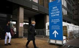 Centro de vacunación covid en Reino Unido. EFE/EPA/NEIL HALL/Archivo