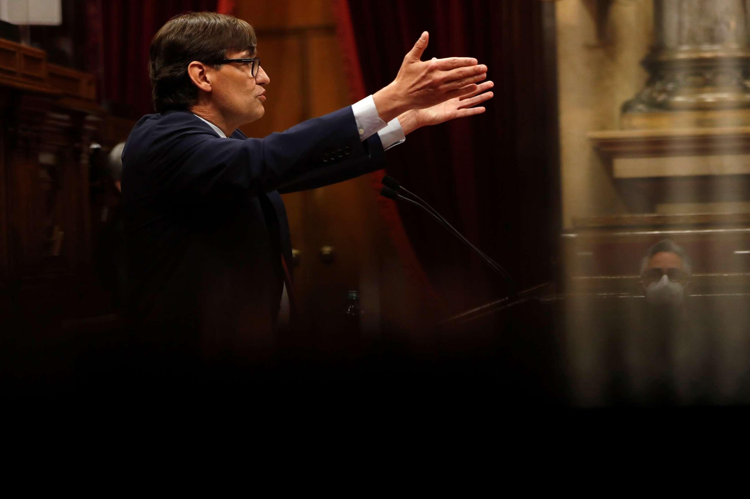 El líder del PSC en el Parlament, Salvador Illa, interviene durante la primera jornada del debate de investidura de Pere Aragonès, esta tarde en el Parlamento de Cataluña. EFE/Alberto Estévez/POOL