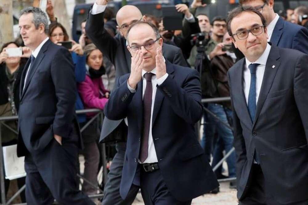 Los exconsellers Joaquim Forn (izquierda), Jordi Turull (centro) y Josep Rull (derecha) a su llegada a la Audiencia Nacional. EFE/Archivo