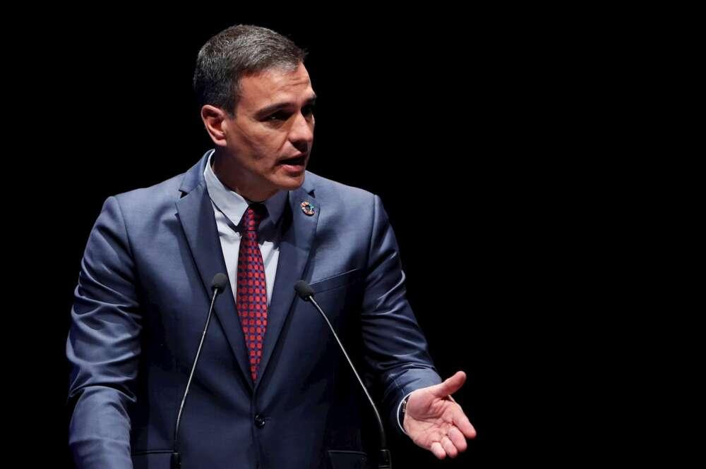 El presidente del Gobierno español, Pedro Sánchez, pronuncia un discurso durante la inauguración del IV Congreso Iberoamericano CEAPI (Consejo Empresarial Alianza por Iberoamérica), este lunes, en Madrid. EFE/Mariscal