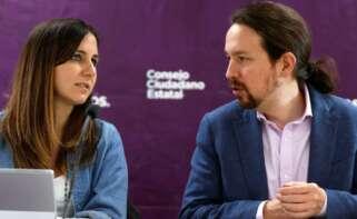 Podemos inicia este viernes el proceso para relevar al que ha sido hasta ahora su líder, Pablo Iglesias (d), un puesto para el que se perfila la ministra de Derechos Sociales, Ione Belarra (i). EFE/ Mariscal/ Archivo