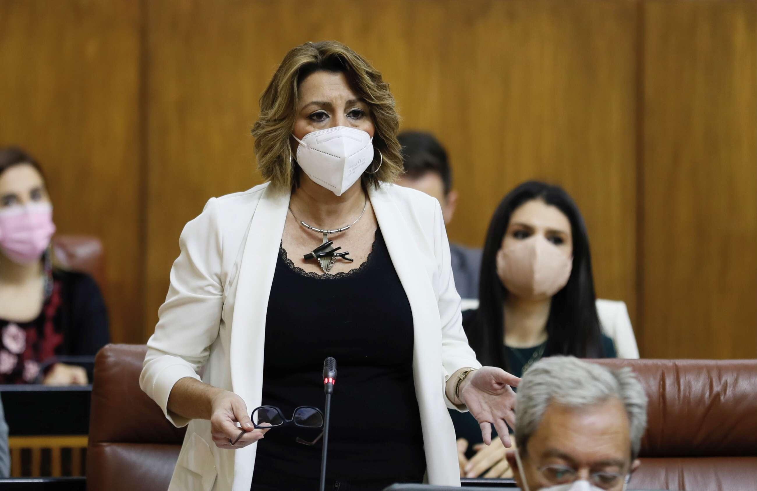 La líder del PSOE andaluz, Susana Díaz, en una sesión de control en el Parlamento al presidente de la Junta, Juanma Moreno / EFE