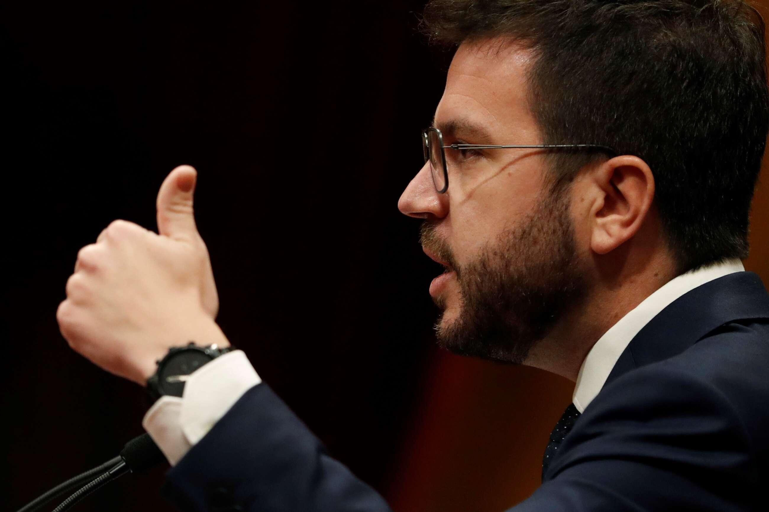 El candidato de ERC a la presidencia de la Generalitat, Pere Aragonès, durante su intervención en la primera jornada del debate de su investidura en el Parlament de Cataluña. EFE/Alberto Estévez/POOL