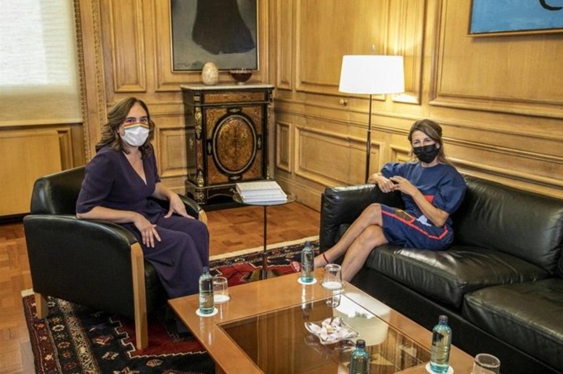 La ministra de Trabajo y Economía Social, Yolanda Díaz, tras una reunión con la alcaldesa de Barcelona, Ada Colau, en septiembre de 2020 / Moncloa