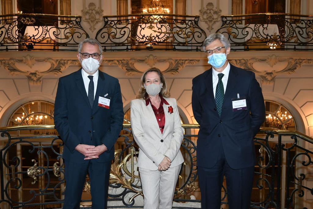 El presidente del IEF, Marc Puig, y la vicepresidenta segunda, Nadia Calviño