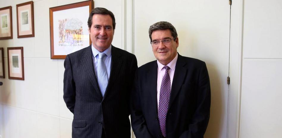 Antonio Garamendi y José Luis Escrivá. EFE