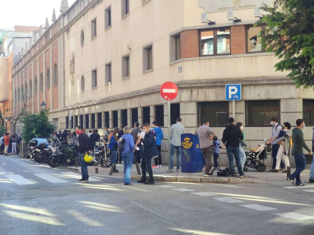 Filas para votar en la zona de la Avenida América sobre las 18.30 horas./ Imagen cedida a ED