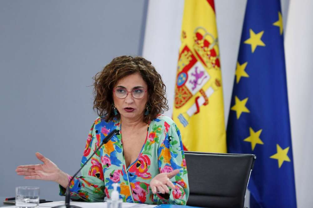 La portavoz del Gobierno y ministra de Hacienda, María Jesús Montero durante la rueda de prensa tras el Consejo de Ministros celebrada en el Palacio de la Moncloa en Madrid este martes. EFE/Emilio Naranjo
