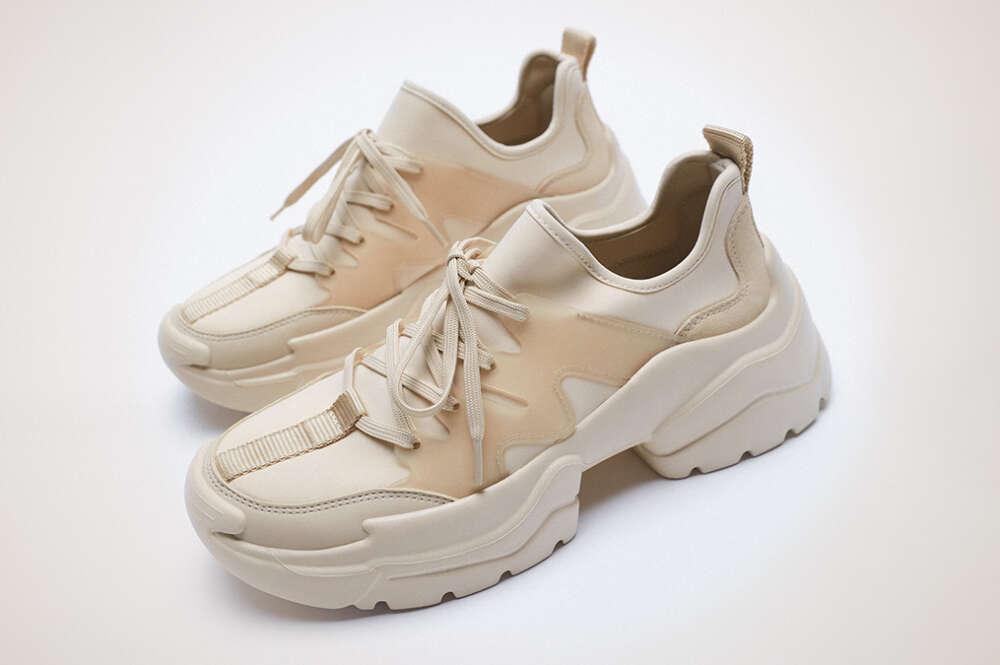 Zapatillas deportivas de neopreno, de Zara