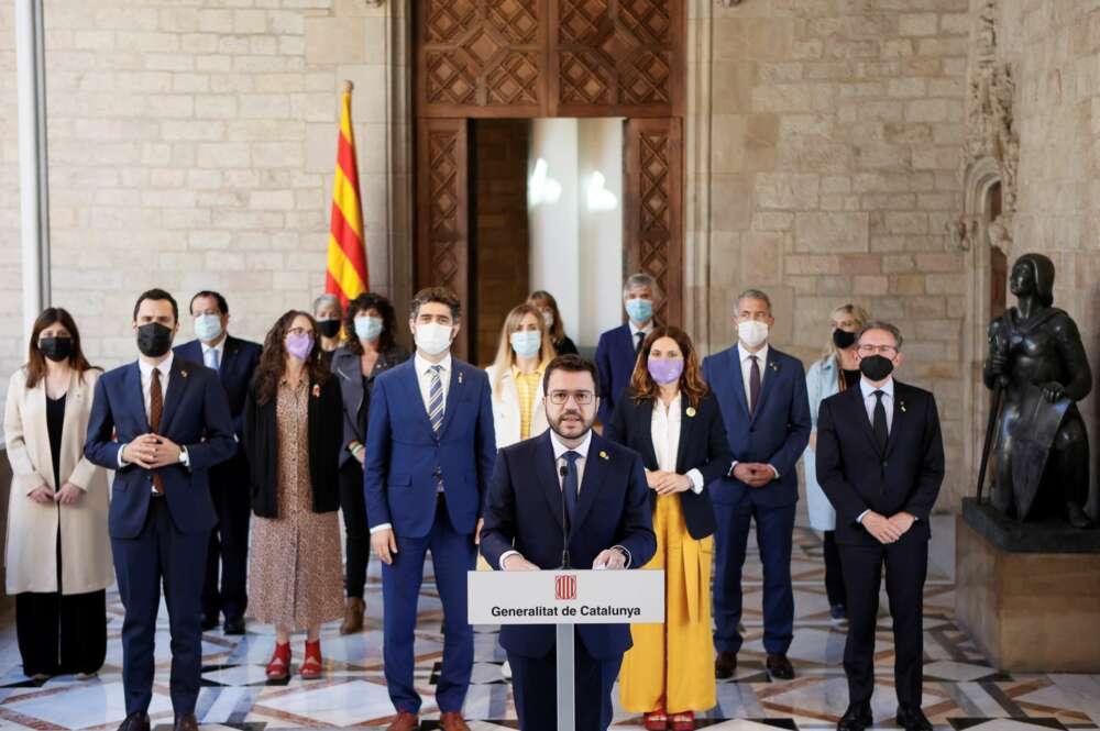 El presidente de la Generalitat, Pere Aragonès, durante una declaración institucional que realizó acompañado de todos los consellers del Govern. EFE/Quique García