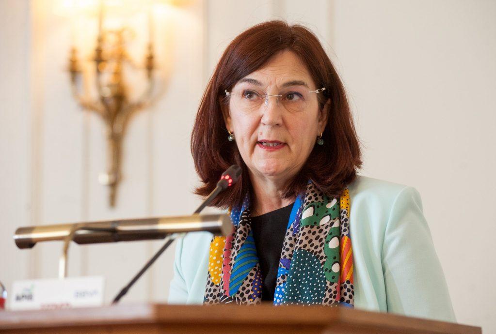 Cani Fernández, presidenta de la CNMC, durante su intervención en el curso de verano organizado por la APIE en la UIMP de Santander.
