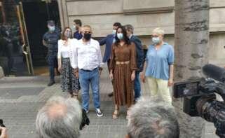 Inés Arrimadas, acompañada de Carlos Carrizosa a la llegada de la manifestación en contra de los indultos a los presos por sedición frente a la Delegación del Gobierno / ED