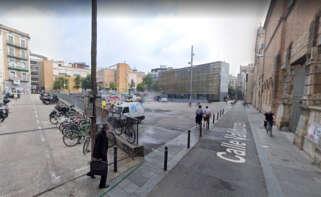 Plaza Terenci Moix de Barcelona, en el barrio del Raval, donde se ha producido la agresión al joven alemán / Google Maps