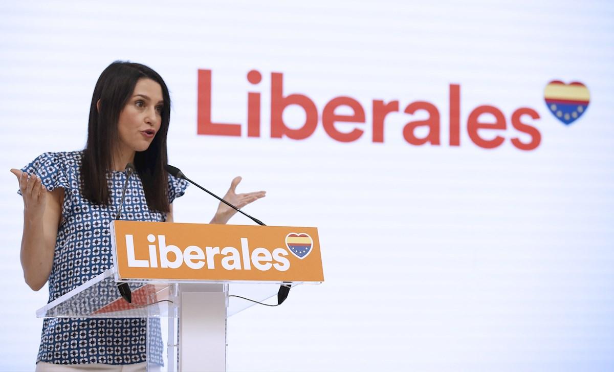 La presidenta de Ciudadanos, Inés Arrimadas, en rueda de prensa tras la reunión del Comité Ejecutivo de Ciudadanos, este lunes en Madrid. EFE/Javier Lizón