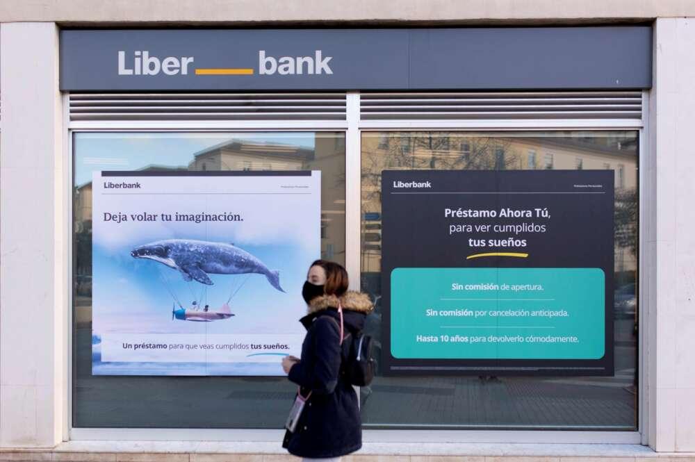 Fachada de una sucursal de Liberbank en Málaga.