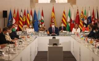 """CCAA del PP califican de """"farsa"""" y """"tiempo perdido"""" las conferencia de presidentes. // EFE"""