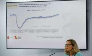 Nadia Calvió anuncia que el Gobierno decidirá la subida del salario mínimo en septiembre. // EFE