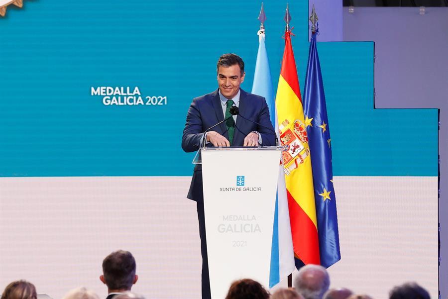 Pedro Sánchez es el único líder europeo al que suspenden los españoles. En la imagen, aparece el presidente durante la ceremonia de entrega de la Medalla de Galicia este domingo en Santiago de Compostela. EFE/Ballesteros