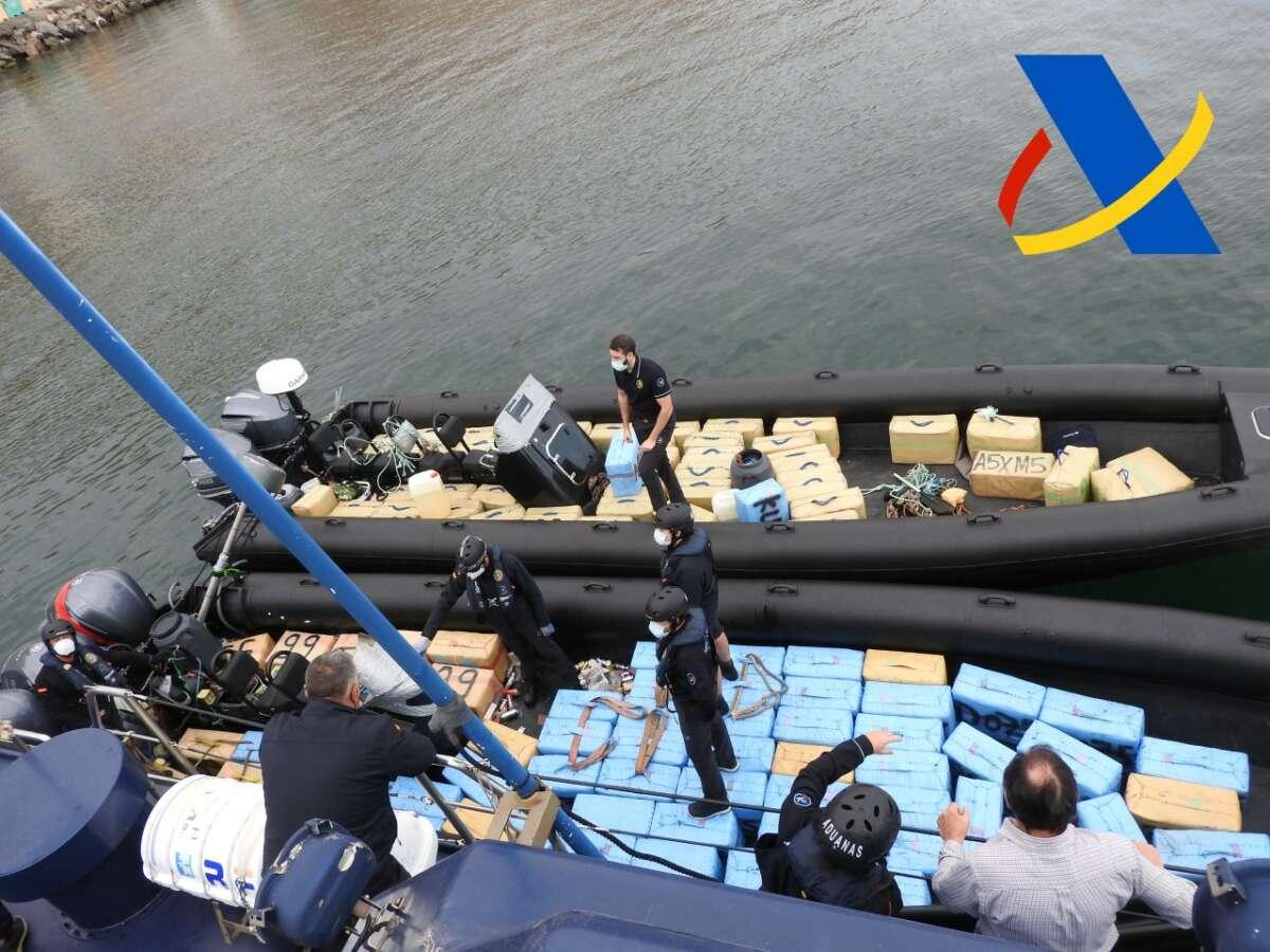 Incautación de 4.500 kilos hachís mar Alborán 2020. Agencia Tributaria.