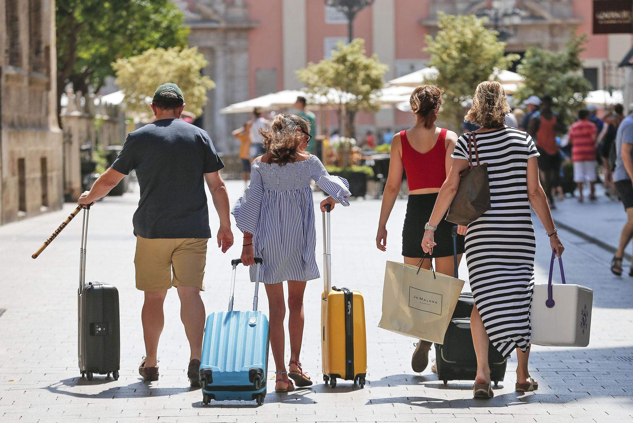 La Covid aleja de España al turismo internacional: 5,5 millones menos de visitantes que en julio de 2019.