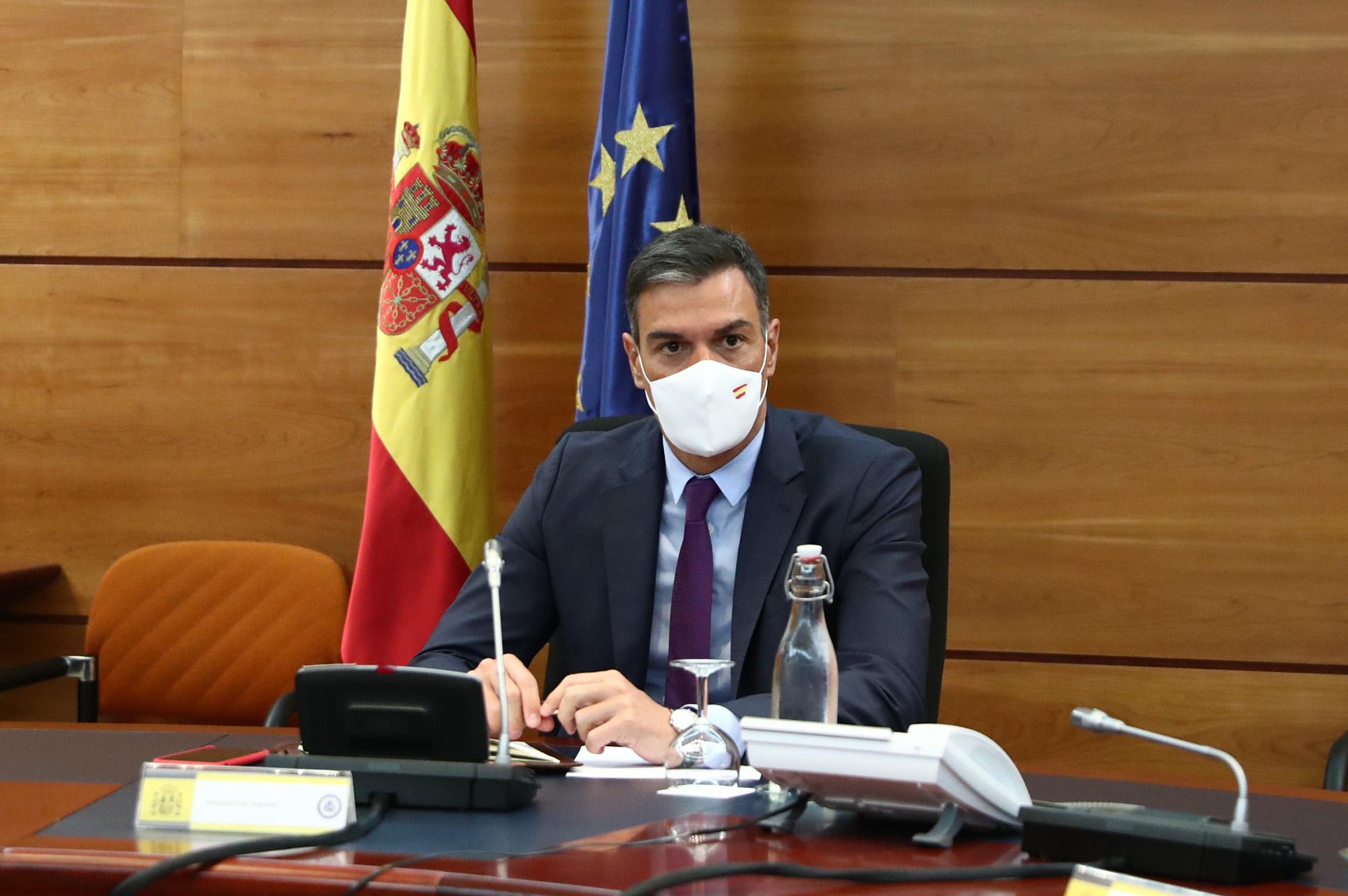 Pedro Sánchez durante una reunión del Grupo de Trabajo que supervisa la operación de repatriación del contingente español en Afganistán. // Pool Moncloa