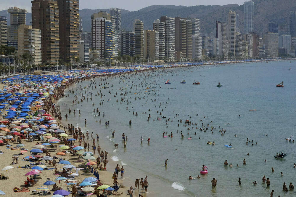 Las grandes hoteleras se enfrentan a futuras demandas por mantener los ERTE pese al incremento de reservas. / EFE