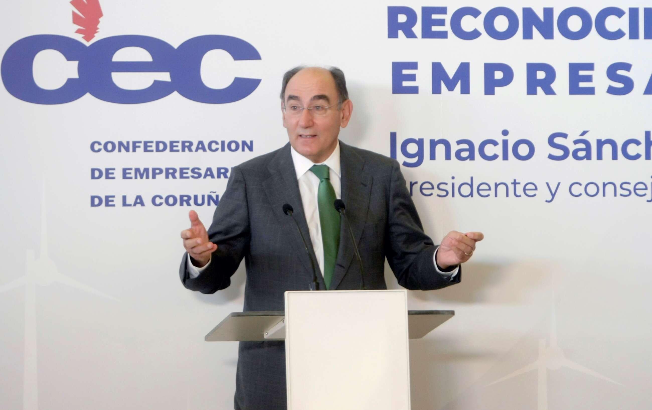 Ignacio Sánchez Galán, presidente de Ibedrola, recoge un premio empresarial en Galicia en julio de 2021. EFE