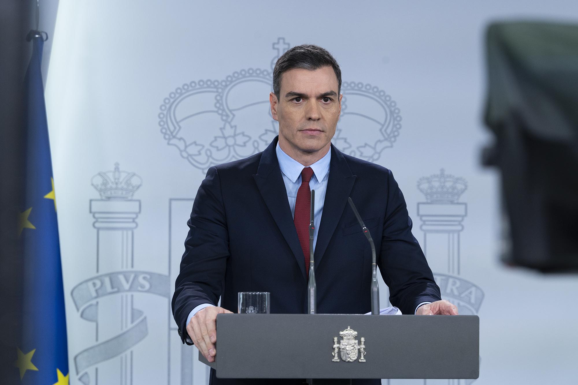 El Constitucional se prepara para tumbar el segundo estado de alarma. En la imagen, Pedro Sánchez, cuando anunció el primer estado de alarma el 14 de marzo de 2020. // Pool Moncloa