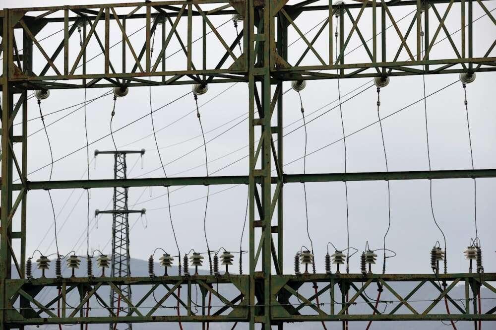 Tendido eléctrico perteneciente a red eléctrica, en Bilbao. EFE