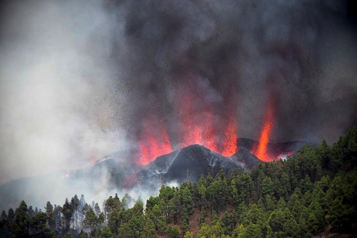 Pedro Sánchez pospone su viaje a Nueva York por la erupción volcánica en La Palma. EFE/Miguel Calero