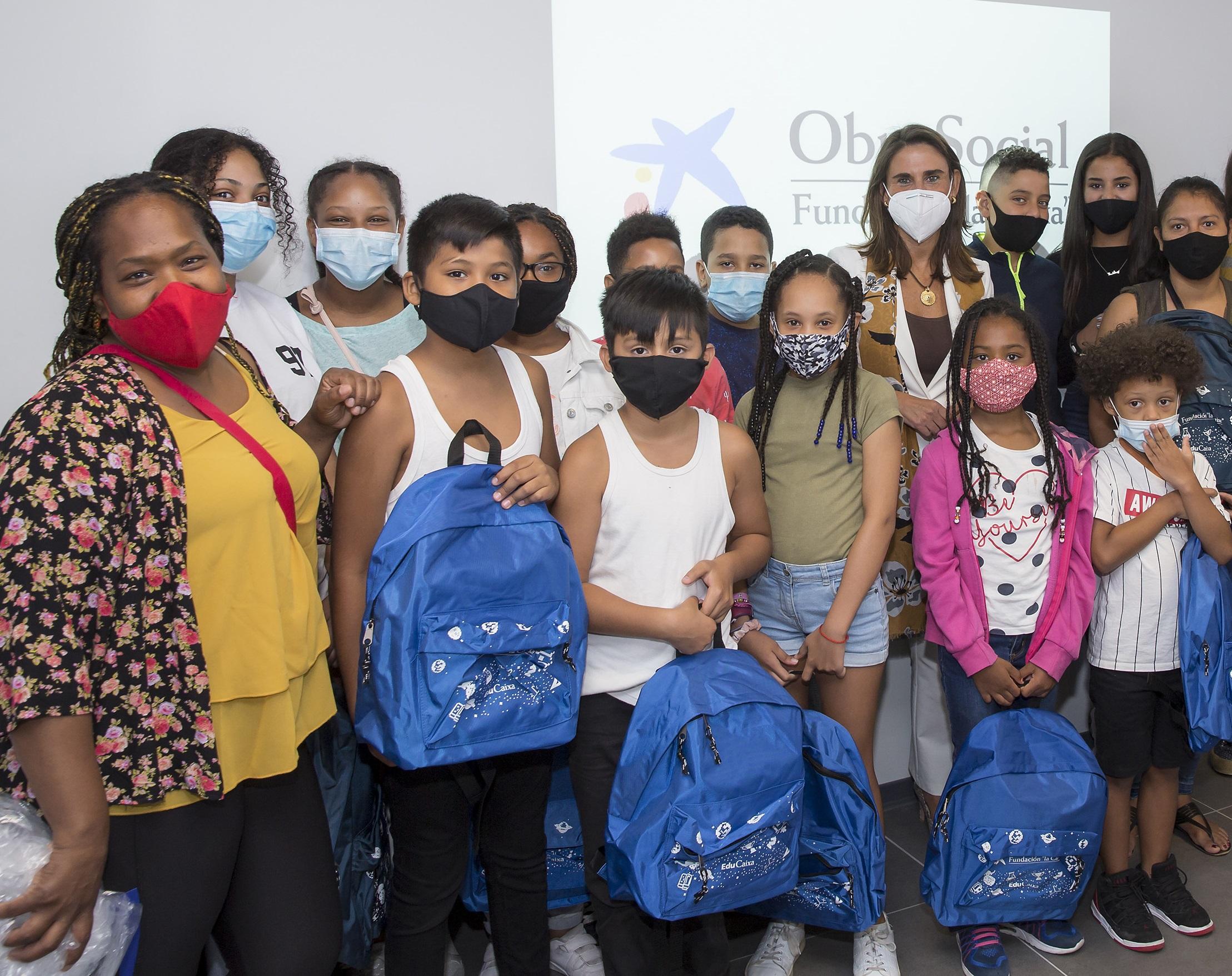 """Con el inicio del curso, Fundación """"la Caixa"""" y CaixaBank entregan más de 125.000 kits escolares para los menores que viven en hogares vulnerables. Foto Jesús Garzaron / Fundación """"la Caixa"""""""