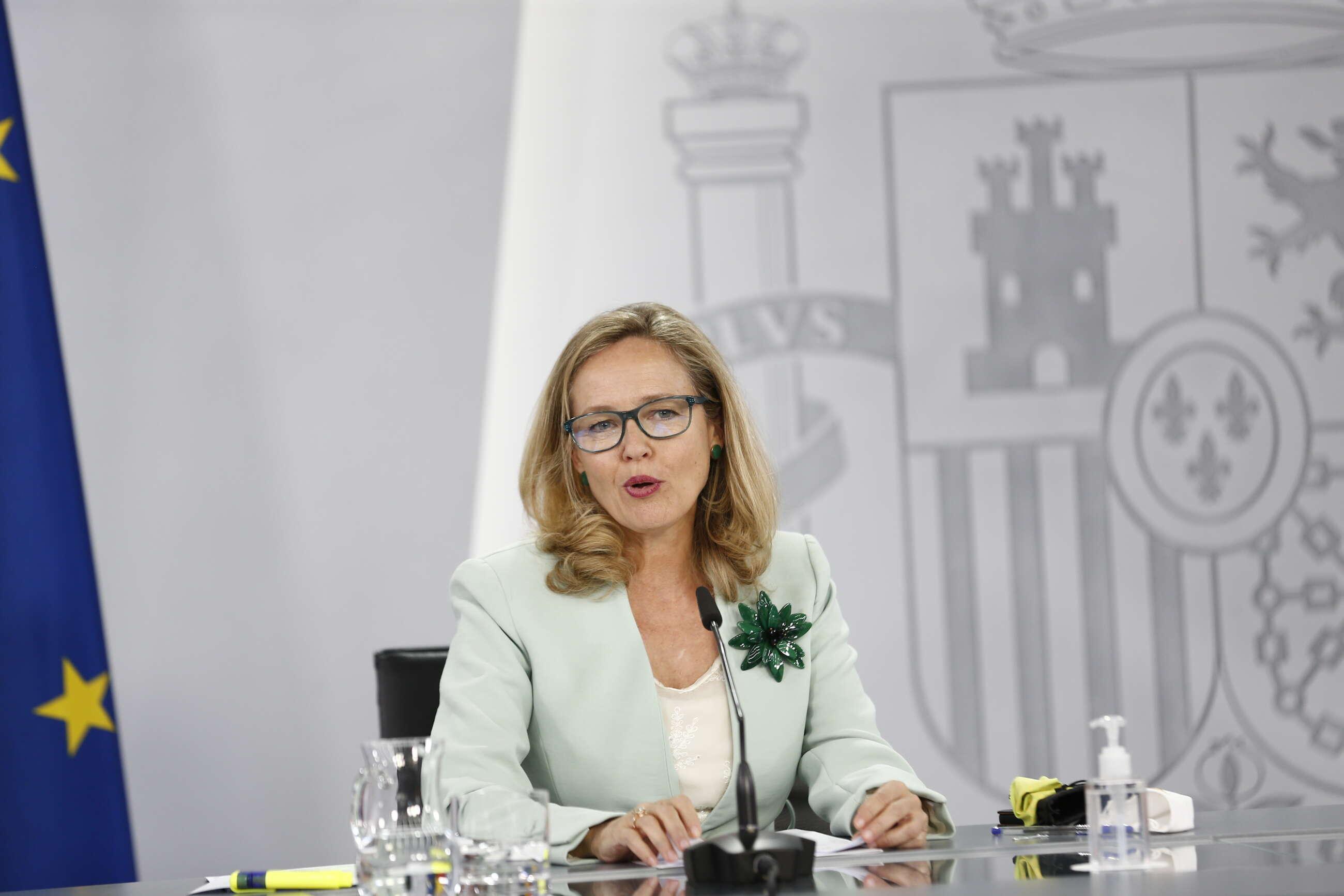 La vicepresidenta primera, Nadia Calviño, comparece en la rueda de prensa posterior al Consejo de Ministros. // Pool Moncloa