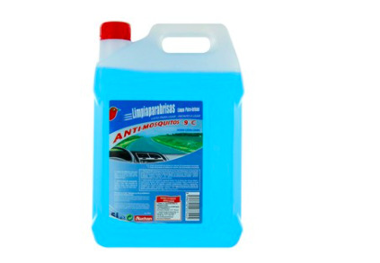 El el envase de 5 litros de líquido limpiaparabrisas con efecto anti-mosquitos y aroma a limón de Alcampo