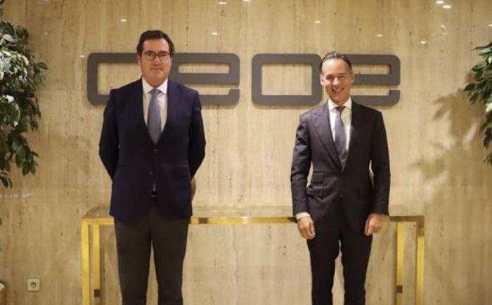 (Izda) El presidente de la CEOE, Antonio Garamendi, y el presidente de Sagardoy Abogados, Íñigo Sagardoy (dcha) - CEOE