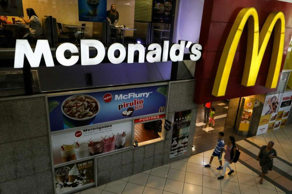 La 'CNMC italiana' inicia una investigación a McDonald's paralizada en España desde hace dos años./ EFE
