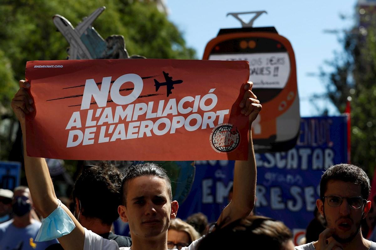 """ERC carga contra el Gobierno y Aena por el """"chantaje"""" en la ampliación del aeropuerto de El Prat. EFE/Alberto Estévez"""