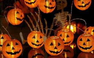 Guirnalda de lámparas de papel con aspecto de calaba de Halloween, en Amazon