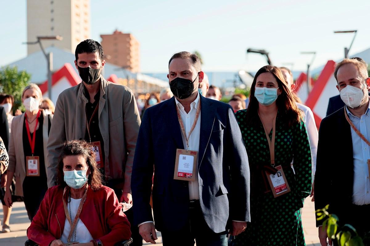 El ex ministro de Transportes, Jose Luis Ábalos, a su llegada al Congreso Federal del PSOE que se celebra en las instalaciones de Feria Valencia.EFE/ Biel Aliño